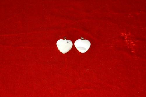Кулон сердце из перламутра с вставкой из стекла - цена 30.00р.