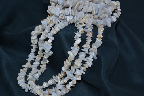 Бусы из голубого агата (крошка) - цена 240.00р.